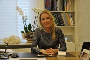 Im Interview mit laurentinews.de: Frau Dr. med. Julia Berkei, Fachärztin für Plastische Chirurgie