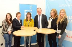 Nach dem Interview gab es noch die Gelegenheit für ein Gruppenfoto. Mit dabei: Wahlkreisabgeordnete Renate Geuter.